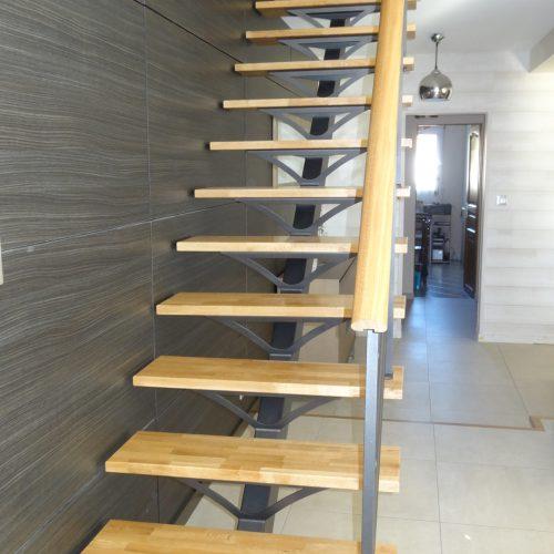 Escalier avec marches chêne lamellé collé